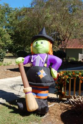 Inflatable Witch Halloween Yard Decoration
