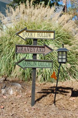 Witch Way Halloween Yard Decoration
