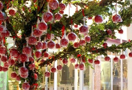 Unique Candy Apple Wedding Favor Idea