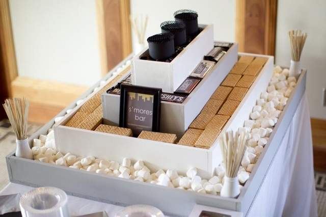 S'more Chocolate Bar Favor Station