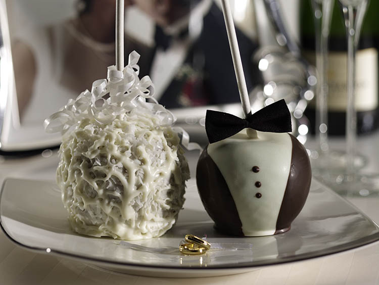 Bride And Groom Candy Apple Wedding Favors