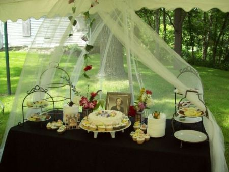 Outdoor Table Setting for 80th Birthday Cupcakes