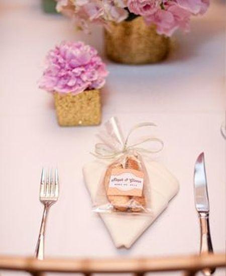 Biscotti Wedding Favor Table Setting