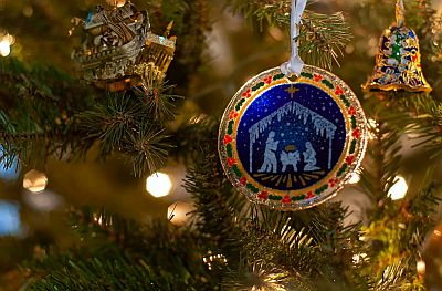 Christmas-ornaments-for-wedding-favors