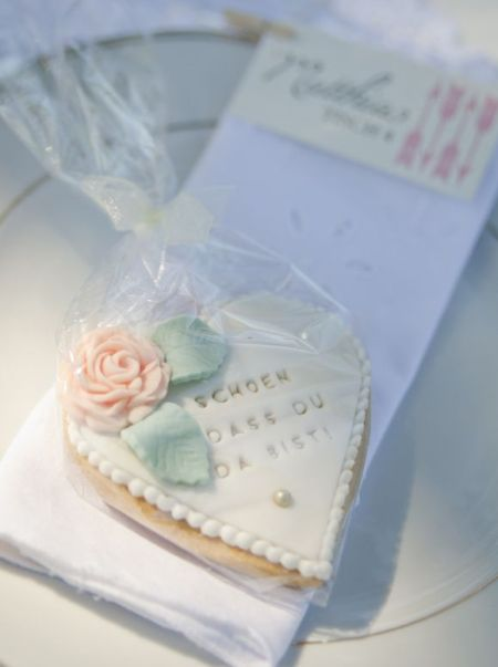 Elegant Decorated Wedding Cookie Idea