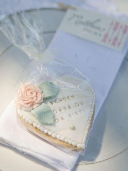 Elegant Decorated Wedding Cookie Idea