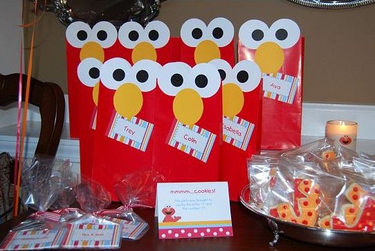 Elmo birthday party ideas diy elmo birthday party favor bags solutioingenieria Image collections