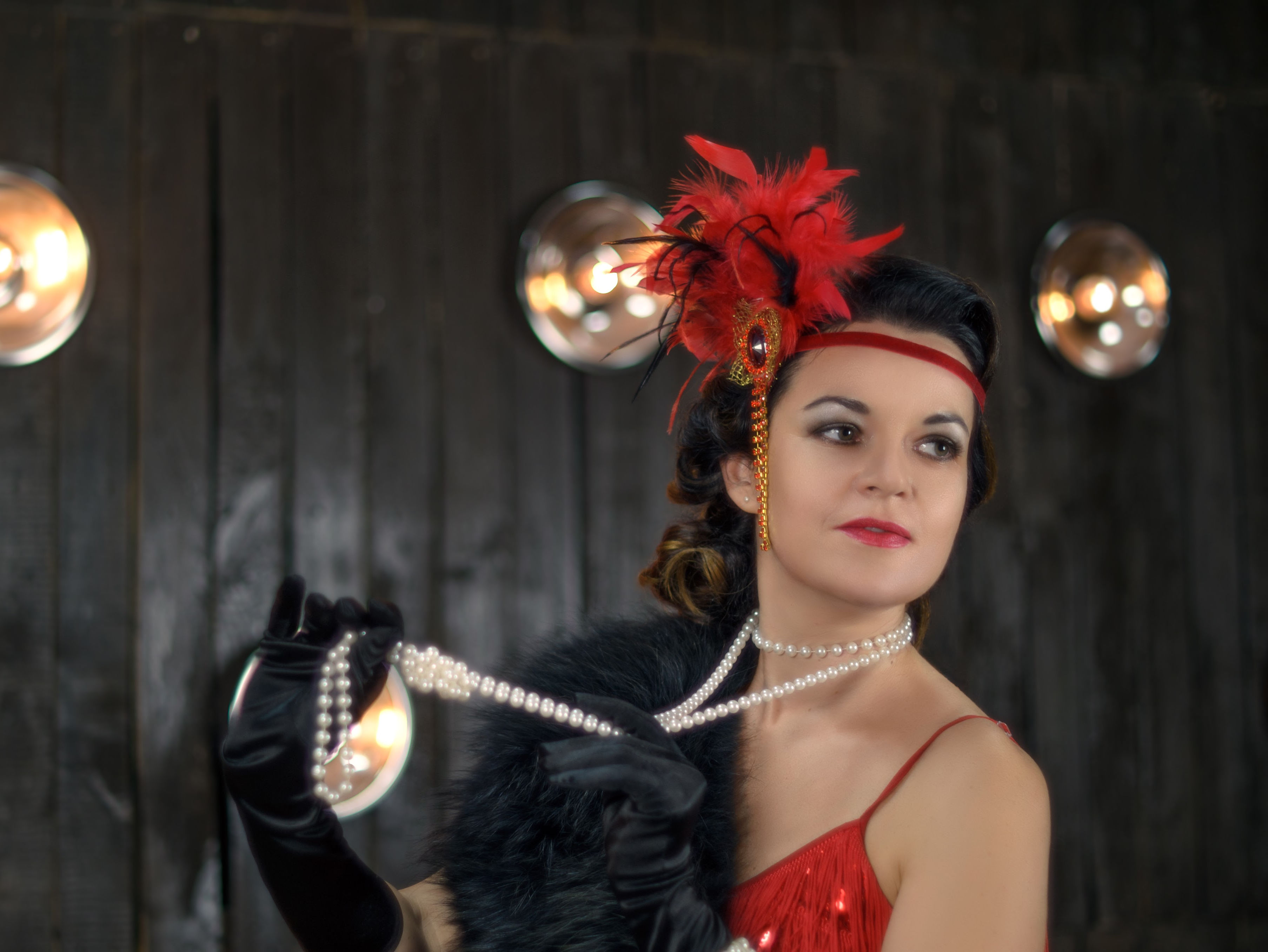 Gatsby-Party-For-50th-Birthday.  Enter into the world of the roaring 20's.  Take advantage of the music and clothes of this distinctive time.  50th birthday party ideas for women.