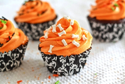 Dramatic Black And White Halloween Cupcake Ideas