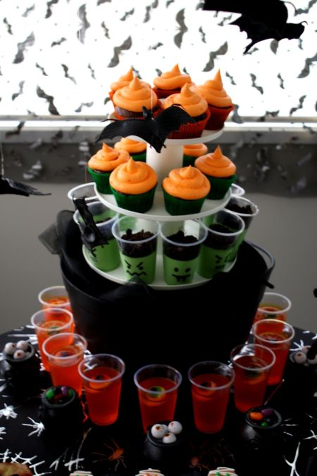 Food Station Halloween Decoration Ideas