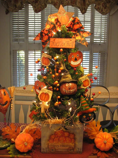 Joyful Halloween Tree Presentation