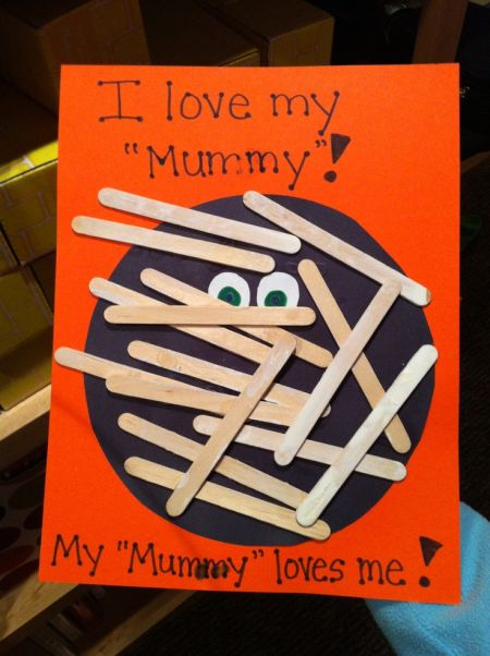 Mummy Preschool Halloween Crafts