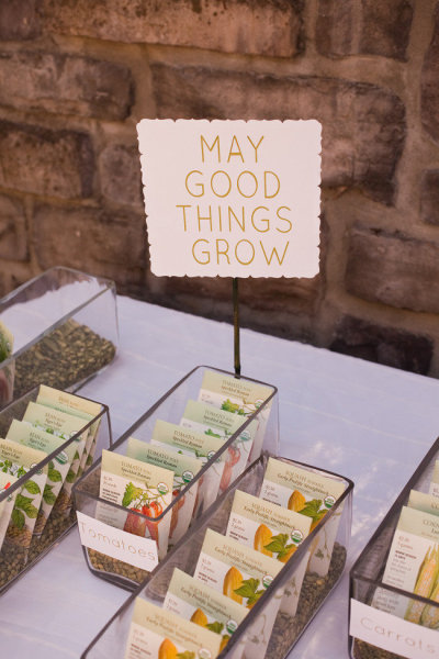 Displaying Seed Packet Wedding Favors