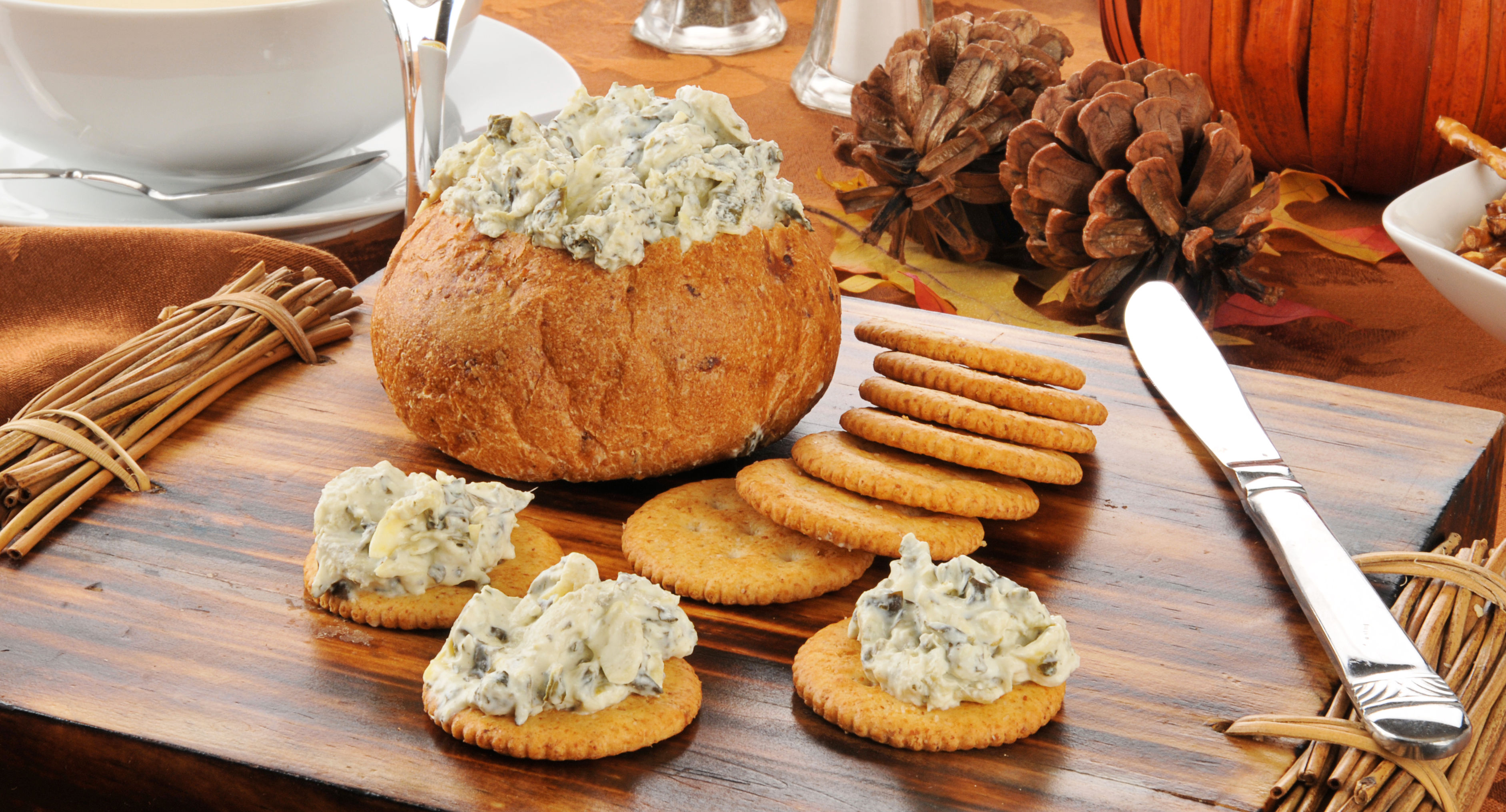 spinach-dip-in-bread-bowl