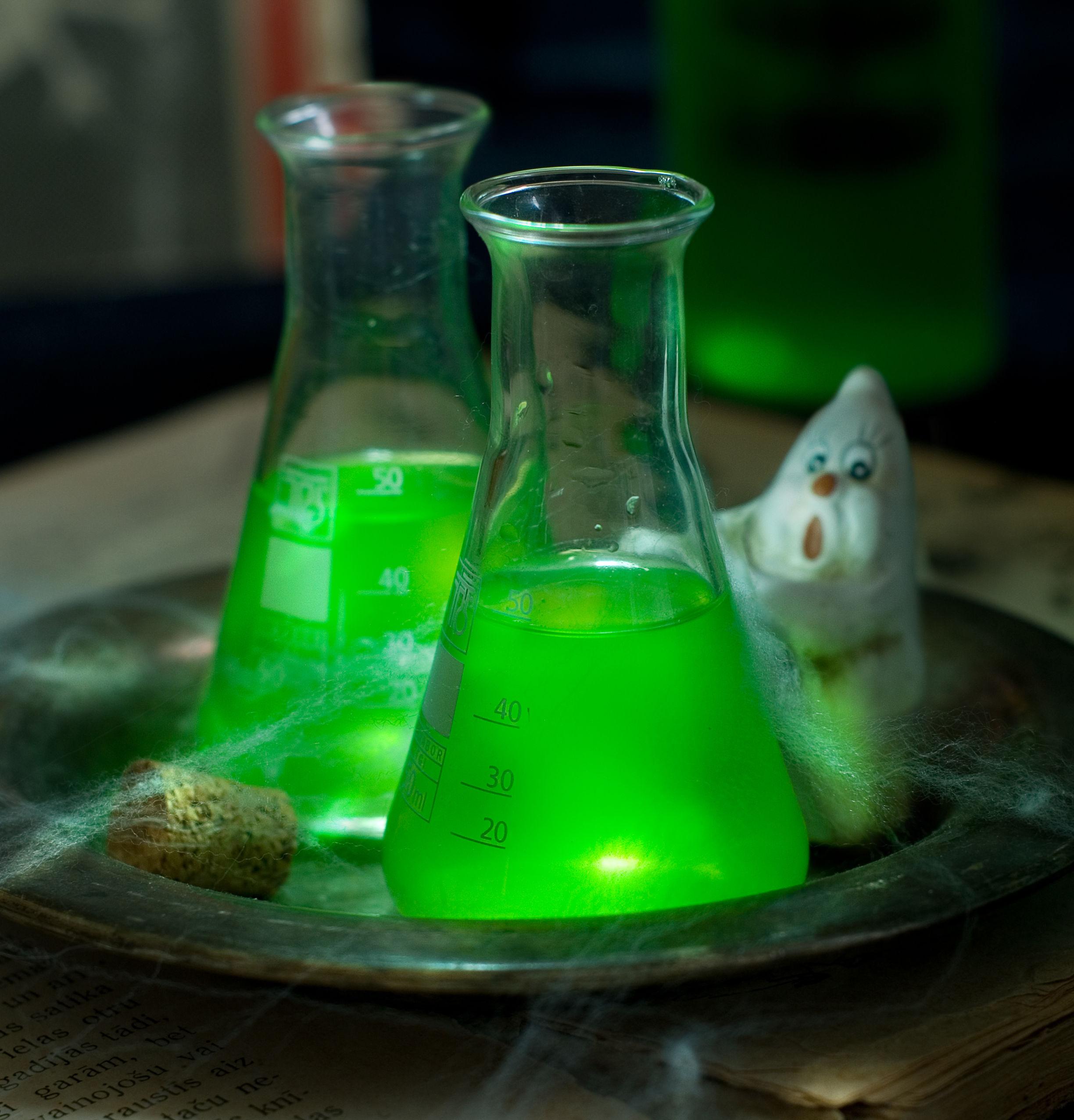 glow-in-the-dark-drinks