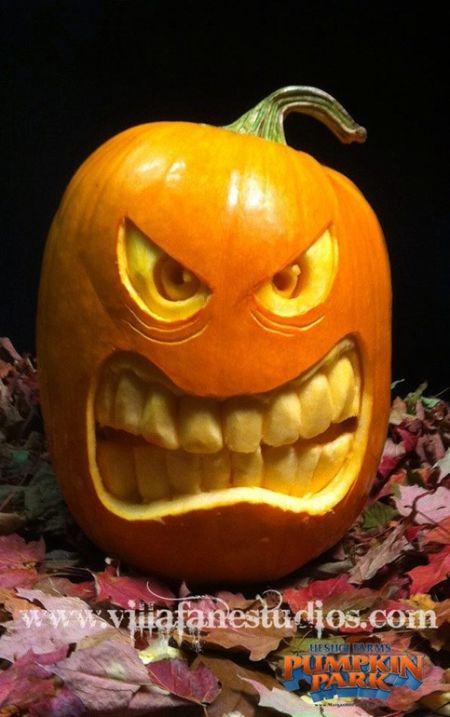 Gruesome Grinning Halloween Pumpkin Carvings